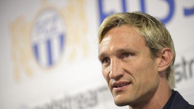Portrait von einem Mann mit blonden Haaren.