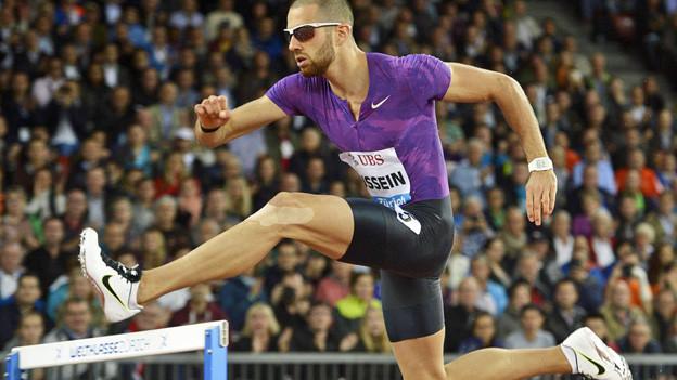 Auf dem Weg zum Sieg: Kariem Hussein über 400 Meter Hürden