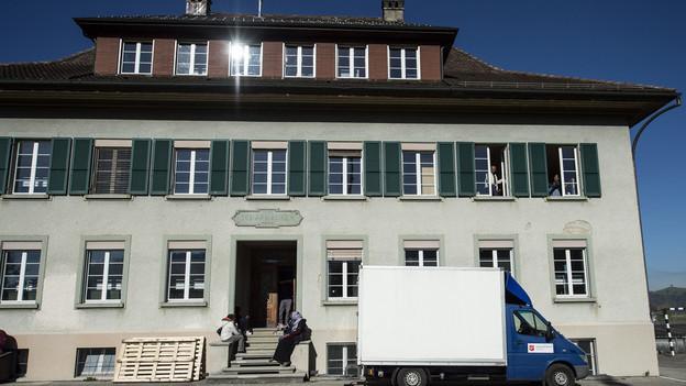Das alte Schulhaus in Schafhausen (BE).