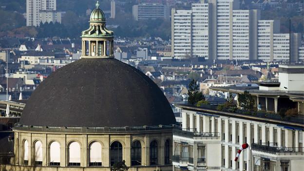 Nahaufnahme der Kuppel der ETH Zürich.