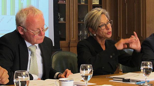 Finanzvorsteherin Rosmarie Widmer Gysel stellt das Budget 16 vor.