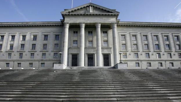 Freitreppe und Eingang des Bundesgerichts in Lausanne