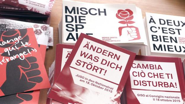 Stapel mit Werbematerial der Juso Schweiz