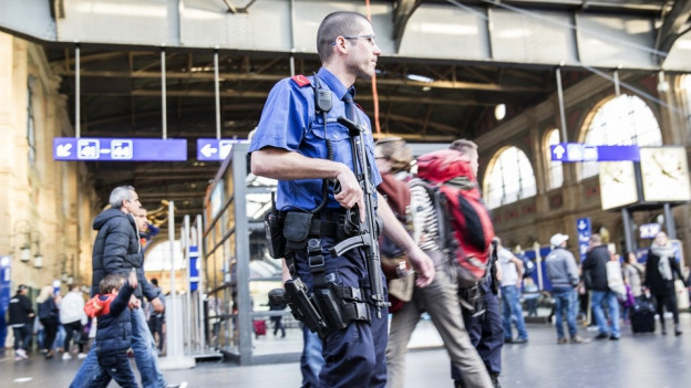 Kantonspolizist am Zürcher Hauptbahnhof