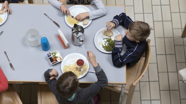 Mittagspause in der Zürcher Tagesschule Bungertwies.