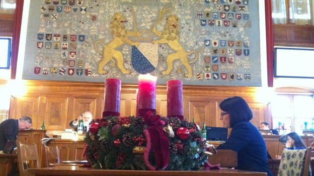 Der Adventskranz im Zürcher Ratsaal