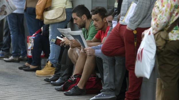 Schlange stehen vor dem Arbeitsamt in Spanien.