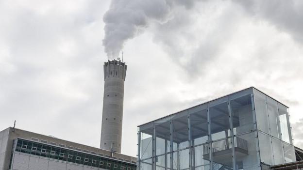 Das Heizkraftwerk Hagenholz in Zürich