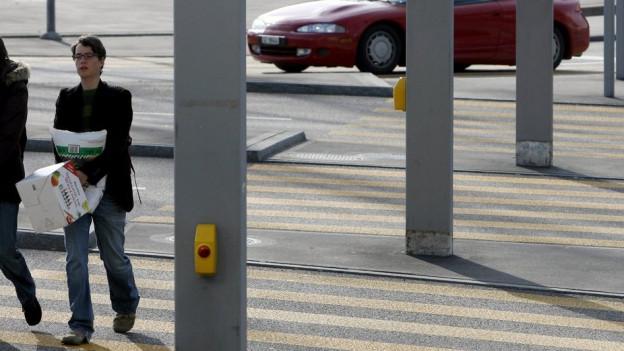 Verkehrsinseln machen Fussgängerstreifen sicherer.