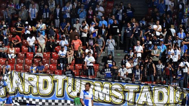 Fussballfans in einem Stadion
