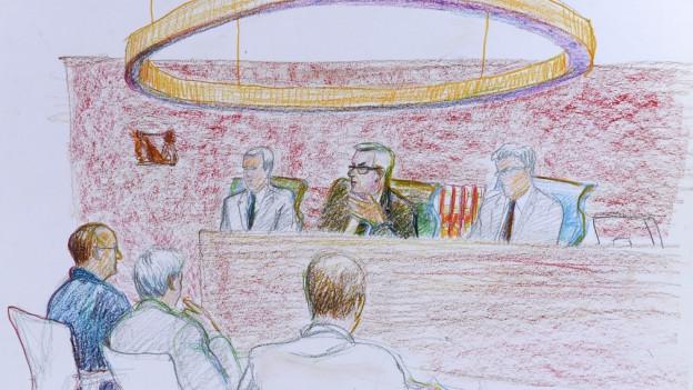 Zeichnung von vier Männern an einem Gerichtsprozess