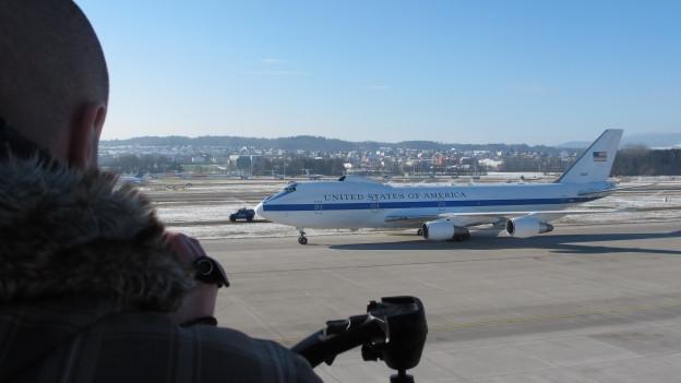Ein Fest für Planespotter: Die Landung der Boeing E4