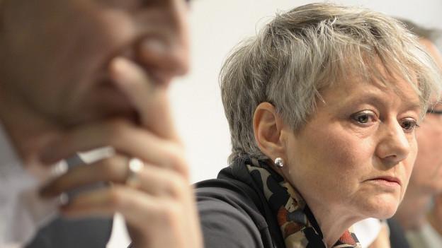 Jacqueline Fehr präsentiert die Erkenntnisse der Gutachter.