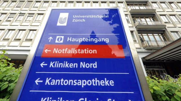 Der Haupteingang des Unispitals Zürich.