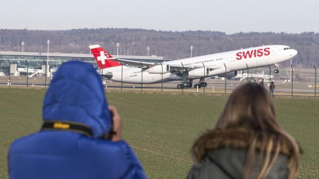 Flughafenbericht: Zürcher Regierung ist zufrieden.