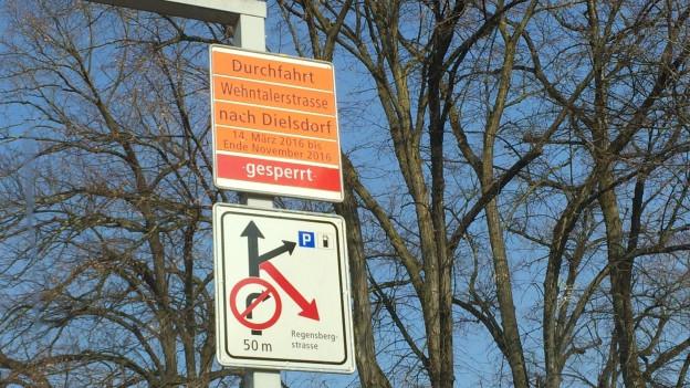 Wehntalerstrasse gesperrt, Schild