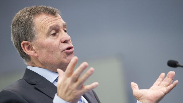 Bildlegende: Finanzdirektor Ernst Stocker kann eine Rechnung mit leichtem Plus vorstellen.