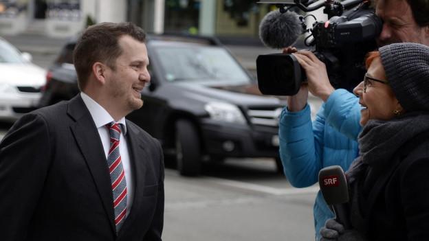 Hermann Lei erscheint vor dem Zürcher Bezirksgericht. Sein Anwalt Valentin Landmann fordert einen Freispruch.