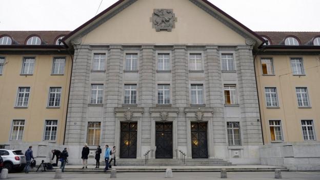 Der Prozess vor Bezirksgericht Zürich lockt viele Medien an.