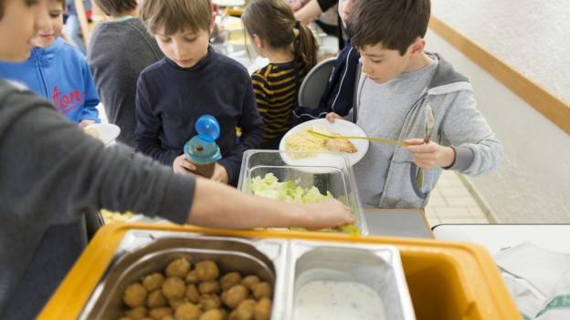 Essen fassen in der Schule