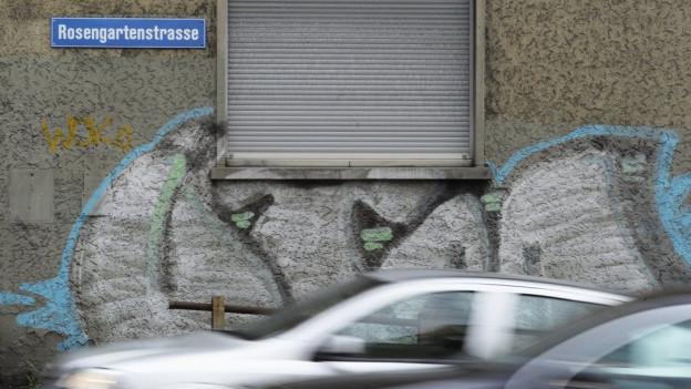 Bildlegende: Ein endloses Rauschen: Die Autos wälzen sich durch die Rosengartenstrasse. Bald schon unterirdisch?