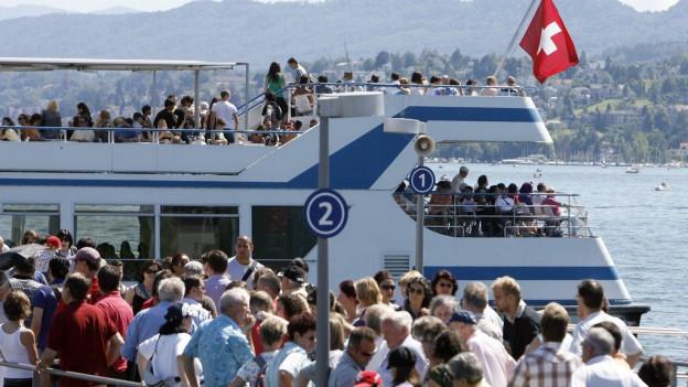 Die Ausflügler auf dem Zürichsee werden zur Kasse gebeten.