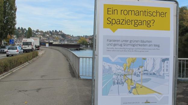 Romantisch spazieren am Strassenrand. Dabei bleibt es wohl grösstenteils am Schaffhauser Rheinufer.