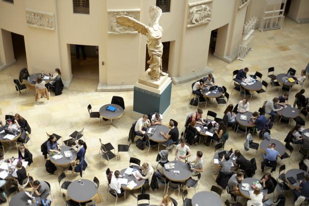 Wird im Lichthof der Universität Zürich künftig weniger auf Französisch parliert? Manche befürchten dies.