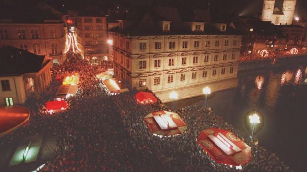 Menschenmassen beim Silvesterzauber in Zürich.