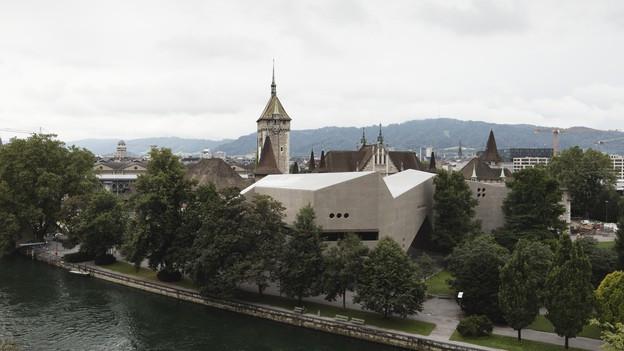 Blick aufs alte und neue Landesmuseum.