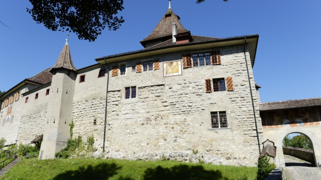 Eine mittelalterliche Burg von aussen