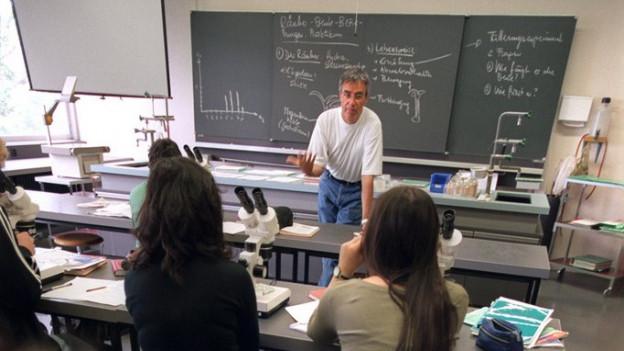Chemieunterricht an einer Zürcher Kantonssschule