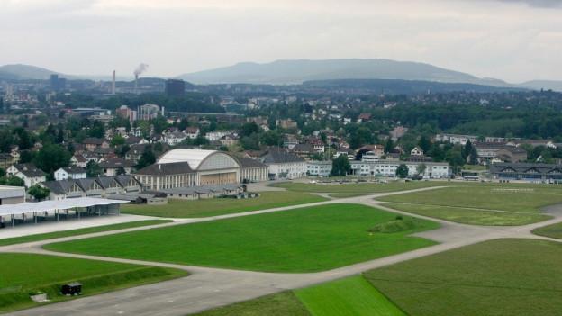 Auf dem Flugplatz Dübendorf soll weiter geflogen werden.