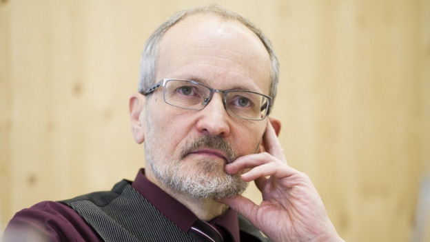 Der Winterthurer Stadtrat Matthias Gfeller bei der Rücktritts-Ankündigung.