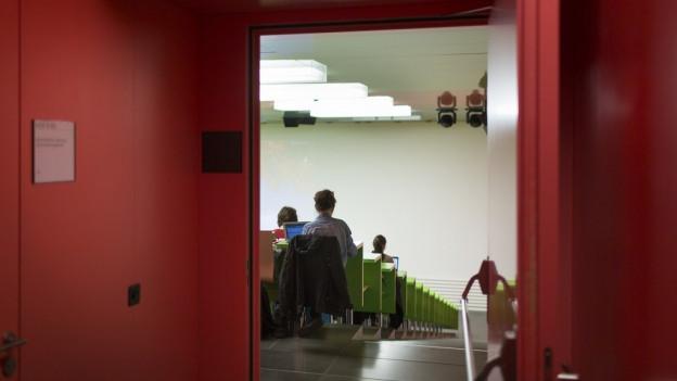 Licht in den Hörsaal: Professoren der Universität Zürich müssen neu ihre Nebentätigkeiten angeben.