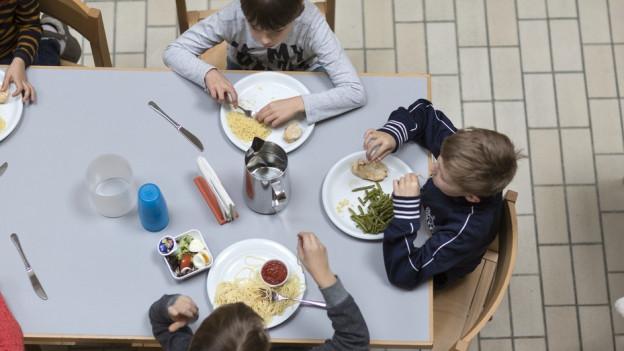 Der Mittagstisch ist in der Tagesschule obligatorisch.
