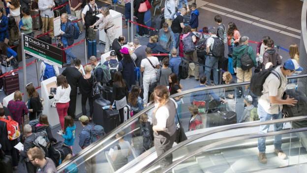 Im Sommer 2016 wurden am Flughafen Zürich mehr als 100'000 Passagiere gezählt.