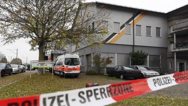 Polizeiabsperrungen vor der Moschee