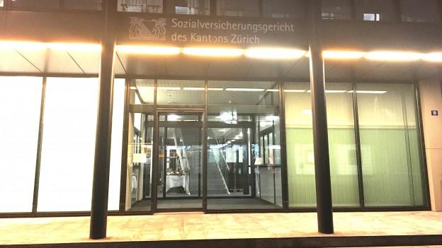 Der Eingangsbereich des Zürcher Sozialversicherungsgerichts in Winterthur.