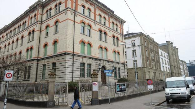 Graues Haus, Kasernenareal, Aussenansicht