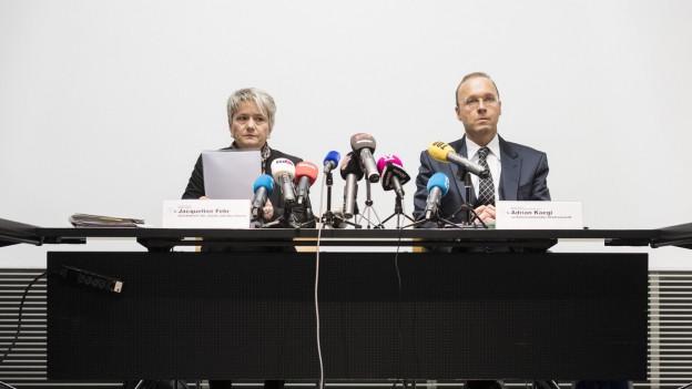 Regierungsrätin Jacqueline Fehr und Staatsanwalt Adrian Kaegi informieren die Medien.