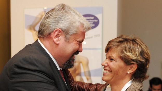 Winterthurs Stadtpräsident Michael Künzle und Stadträtin Barbara Günthard-Maier lachen sich an.