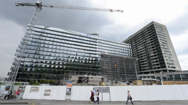 Neubau Bettenhaus Stadtspital Triemli mit Kran