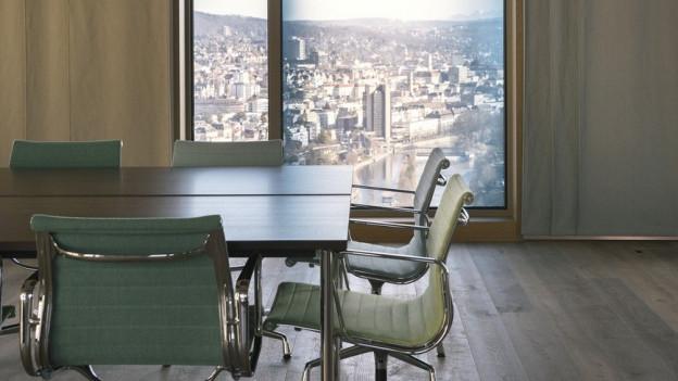 Blick von einem Büro auf die Stadt Zürich.