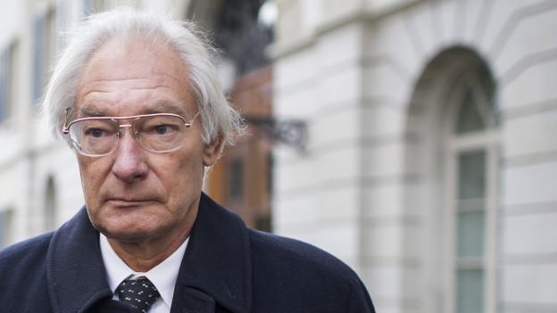 Rolf Erb beim Verlassen des Zürcher Obergerichts nach der Urteilseröffnung.