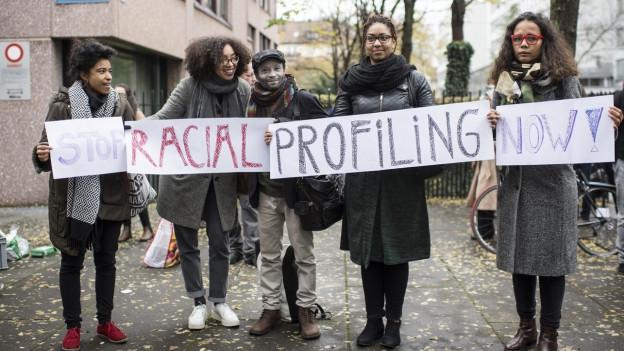 Bereits vor Bezirksgericht hatte M.B. viel Unterstützung in seinem Kampf gegen Racial Profiling.