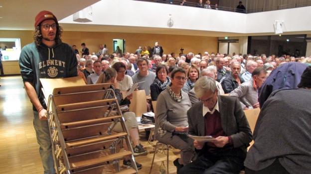 Versammlung in einer Halle in Rielasingen (D)