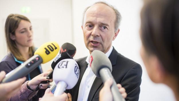 Zürichs Sicherheitsvorsteher Richard Wolff stellt sich den Fragen von Journalisten.