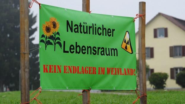 Ein Transparent gegen das Atomendlager im Weinland.