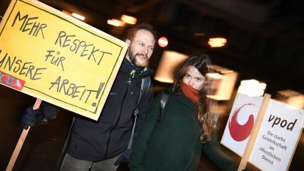 Protest der Angestellten vor dem Zürcher Rathaus